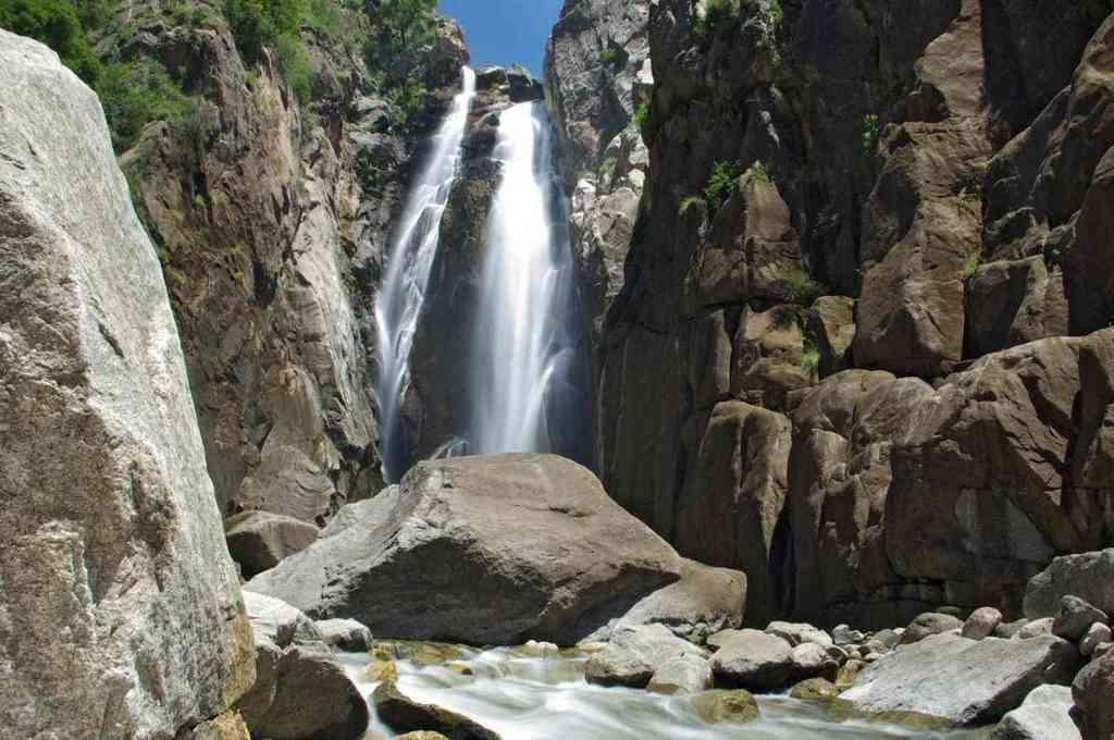 Salto Escondido, un tramo del río que creció este domingo, en cercanías de San Francisco del Monte de Oro. Crédito: Imagen ilustrativa