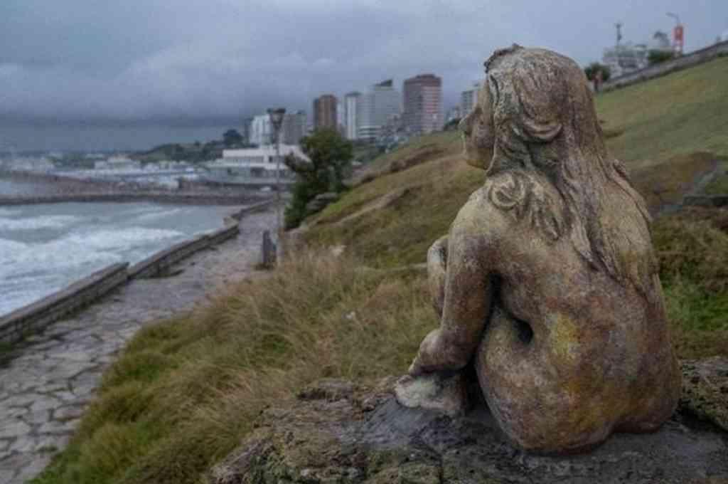 La estatua recuerda a la famosa Sirenita que está en la costa de Copenhague. Crédito: Imagen ilustrativa