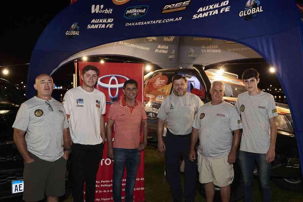 El Santa Fe Dakar Team, encabezado por Hernán Roberti (izquierda). Crédito: Guillermo Vogt