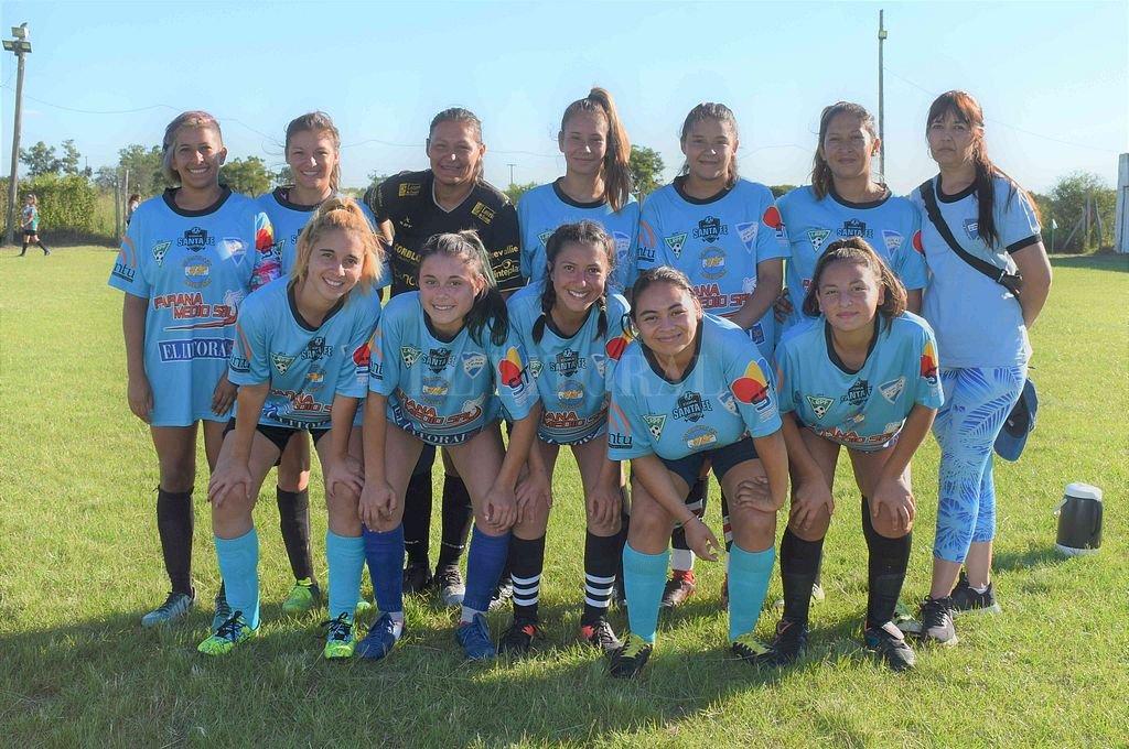 El equipo de El Pirata Sub 21 que participa de la Liga Femenina en la Paivense. Crédito: Gentileza Liga Paivense
