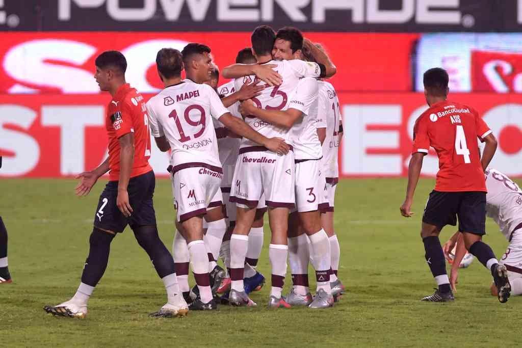 En el debut de Falcioni en Independiente, el que festejó fue Lanús. Crédito: Télam