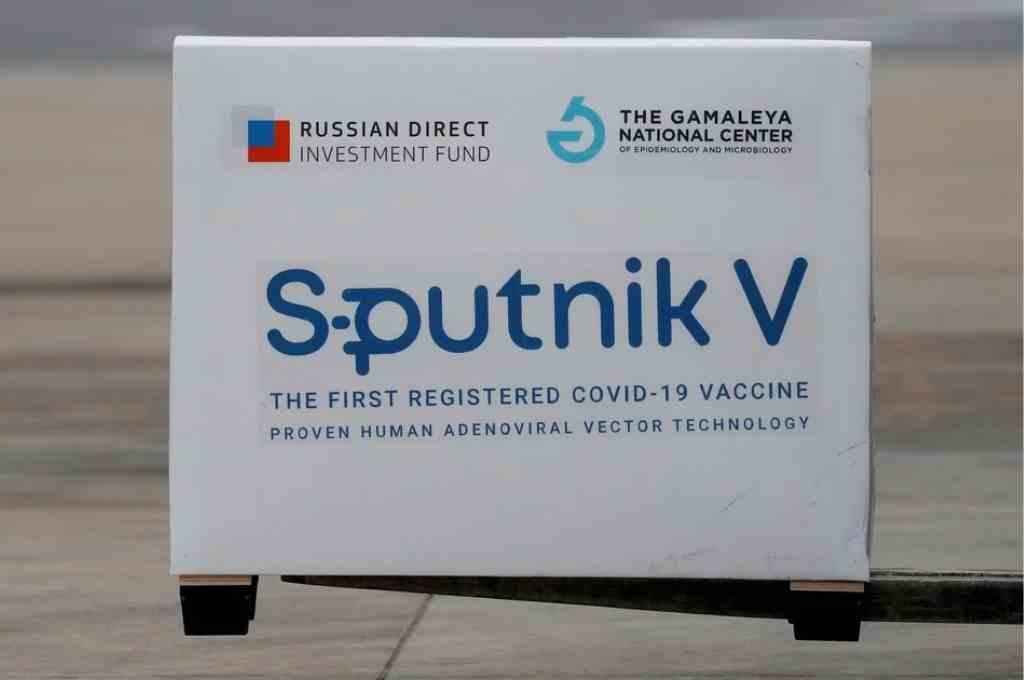 Confirma Ebrard envío de vacunas Sputnik V a México