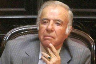 Ofrecen recompensa por el anillo de oro de Carlos Menem