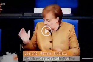Angela Merkel se olvidó el barbijo y su reacción se volvió viral