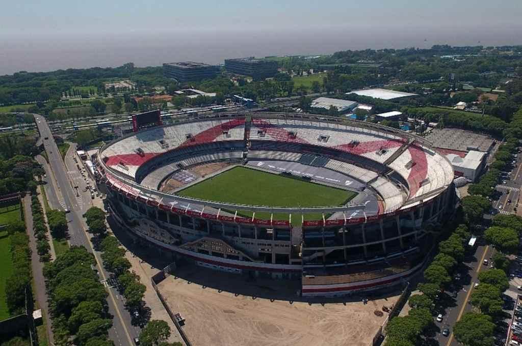 Todo listo. River ya tiene al Monumental en condiciones para jugar mañana ante Rosario Central, con el mejor campo de juego del país y sin su clásica pista de atletismo.    Crédito: Gentileza