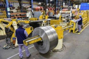 Según FISFE, algunos rubros de la actividad industrial santafesina crecieron 80%