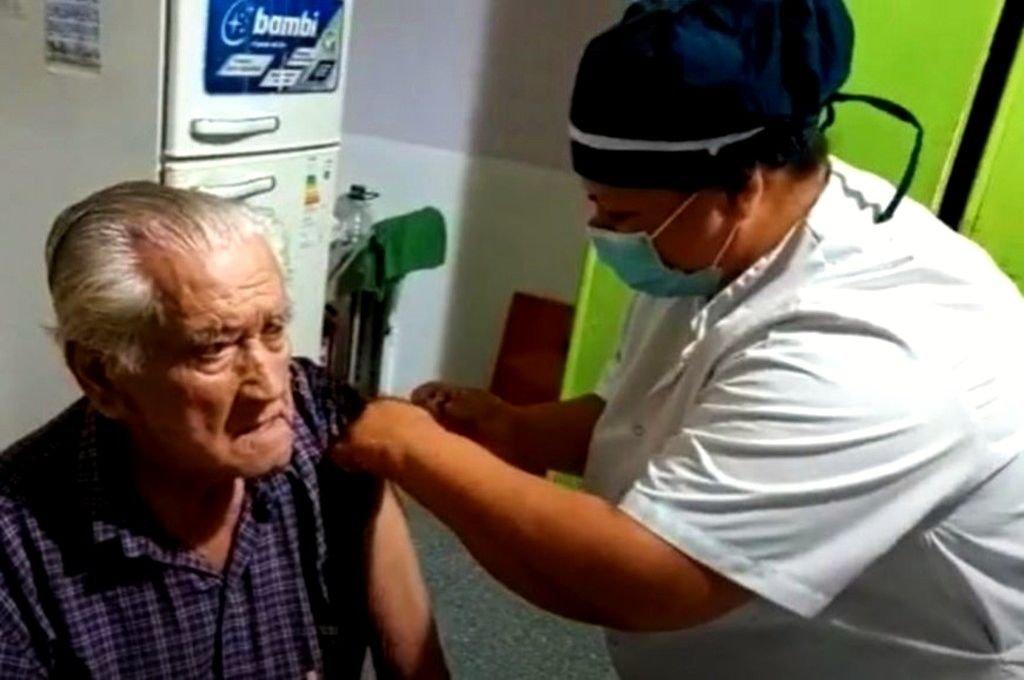 Este lunes comenzará en la provincia el operativo de vacunación para mayores de 90 años  -  -
