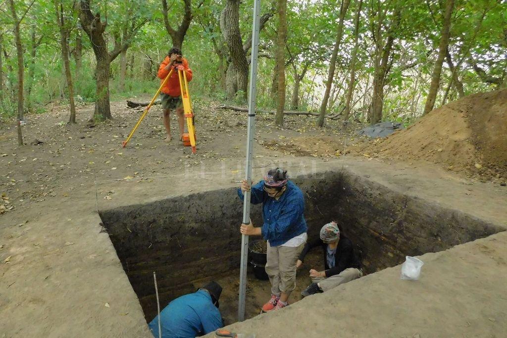 Se trata de un trabajo interdisciplinario del que participan arqueólogos, geólogos, biólogos entre otros profesionales de las Ciencias Naturales. Crédito: Gentileza