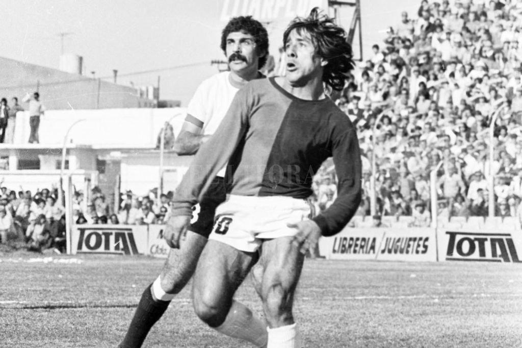 Chiva Di Meola en el Clásico Colón-Unión el 05-12-1976.  Crédito: Archivo El Litoral