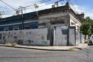 La antigua casa de Sor Josefa, un patrimonio a punto de perderse   - Silencio. Es lo que habita hoy la casa, escondida tras los cartelones de una obra que nunca se hizo.
