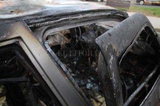 Incendiaron un auto en el norte de la ciudad de Santa Fe