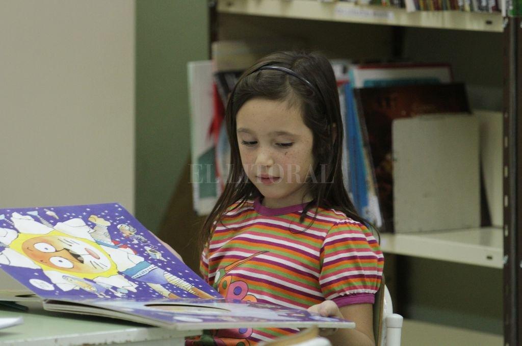 No hay que ser mayor para leer por el puro gusto de leer. Crédito: Manuel Fabatía