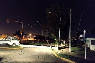 Rafaela: una camioneta derribó una columna eléctrica y dejó a varios barrios sin luz