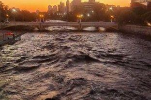 Video: cortan la costanera de Córdoba por la crecida del río Suquía
