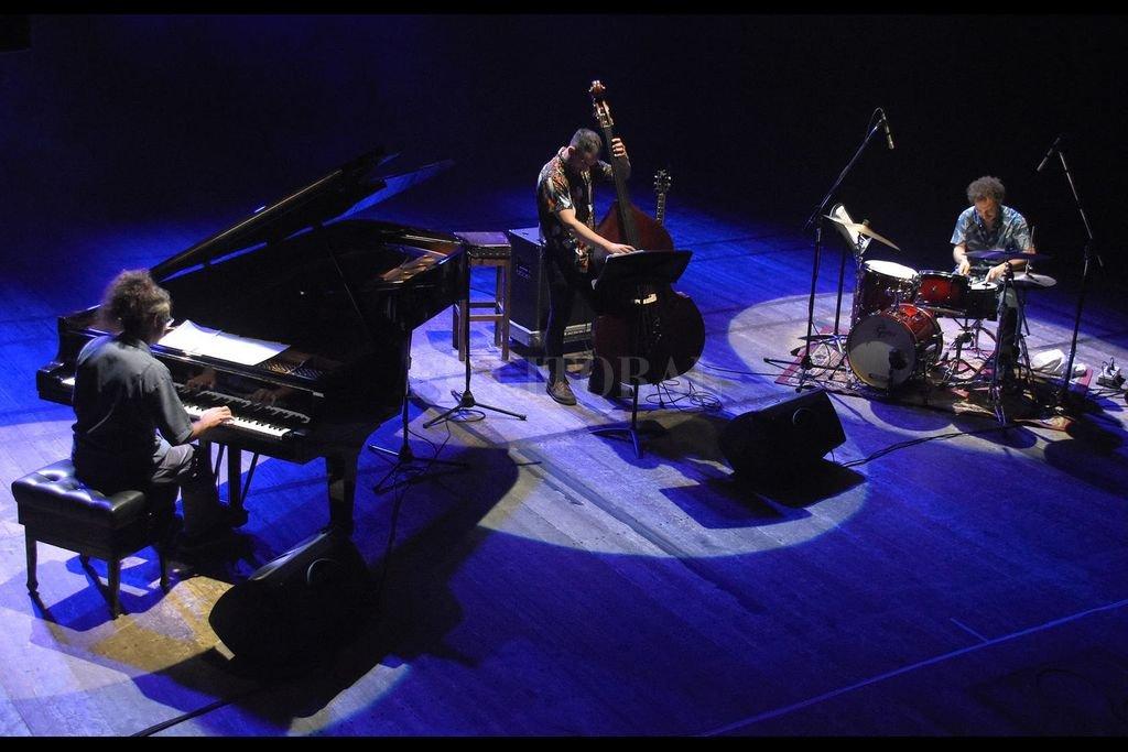 Genovese, Otero y Verdinelli, durante una presentación en el Teatro Independencia de Mendoza. Crédito: Gentileza Eduardo Dolengiewich