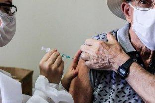 """Brasil: denuncian que vacunaron a adultos mayores contra el covid con jeringas """"vacías"""""""