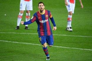 Messi marcó dos goles para el triunfo de Barcelona que lo acerca a la punta de la liga española