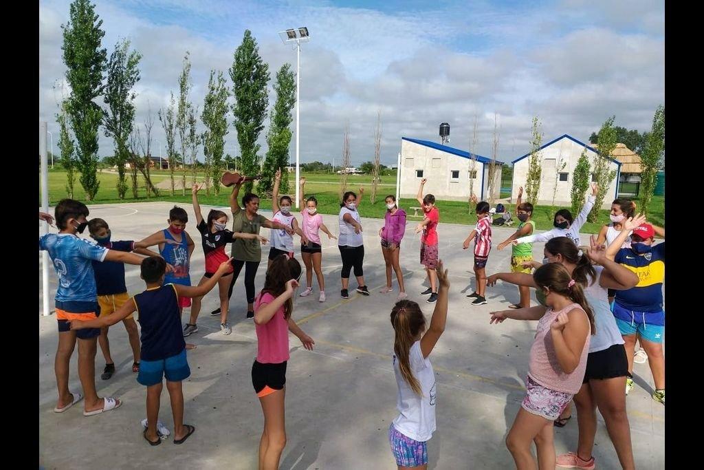 El programa, que apunta a fortalecer la revinculación educativa de chicos y chicas, promovió decenas de actividades en los barrios, pueblos y ciudades de Santa Fe. Crédito: Gobierno de Santa Fe