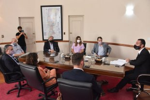 Polémica por la designación del secretario electoral provincial - El ministro Roberto Sukerman recibió a miembros del partido socialista.  -