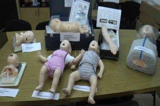 El Centro de Simulación del hospital Alassia incorporó nuevos muñecos pediátricos