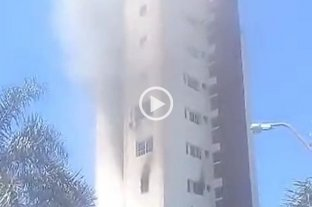 Video: se incendió un departamento en un edificio de Almirante Brown y Salvador del Carril -  -