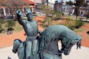 En su natalicio, el recuerdo de la inauguración del monumento en el corazón de la ciudad