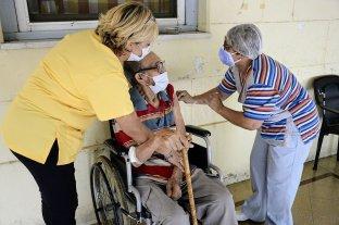 Finalizó la vacunación en geriátricos del departamento La Capital y ciudad de Rosario