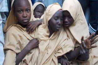 Más de 300 niñas fueron raptadas por milicias en Nigeria