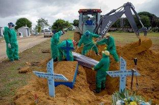 Récord de muertes diarias por coronavirus en Brasil y restricciones extremas en estados sureños