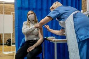 Reino Unido seguirá vacunando por edad pese al pedido de priorizar docentes y policías