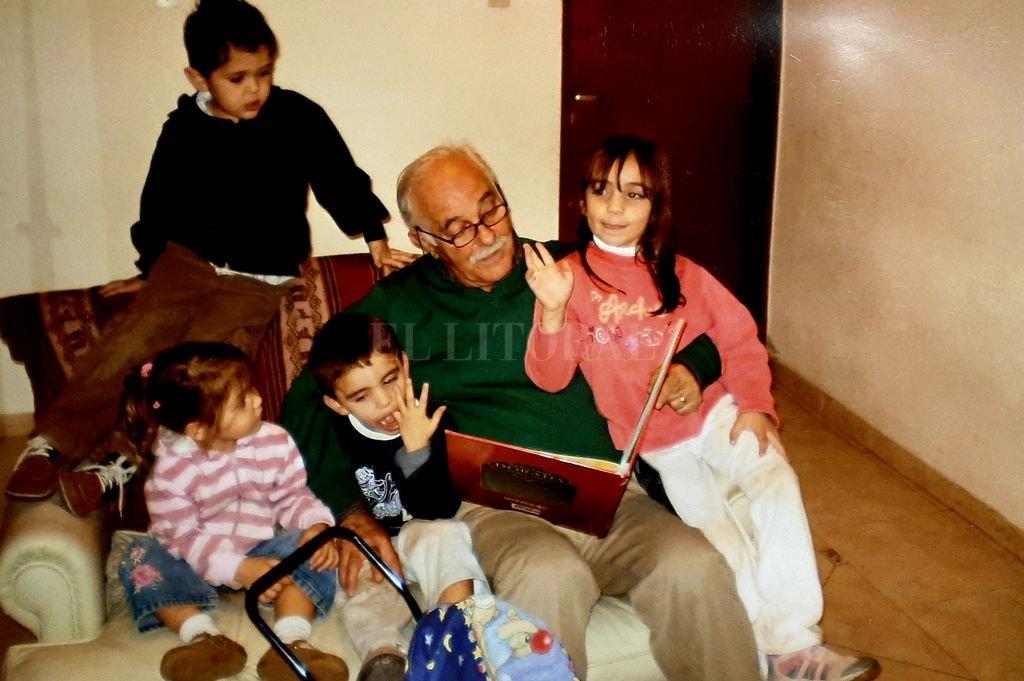 Coco Sahda con sus nietos.  Crédito: Gentileza