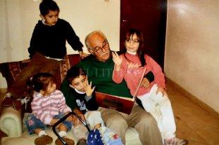 Te despedimos con un aplauso - Coco Sahda con sus nietos.