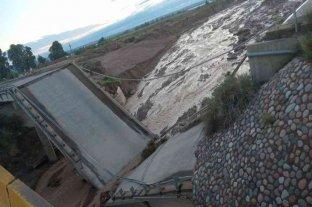 Tras una fuerte tormenta, colapsó un puente en la Ruta 40 en Mendoza