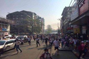 La junta militar de Birmania aumenta la represión contra los manifestantes