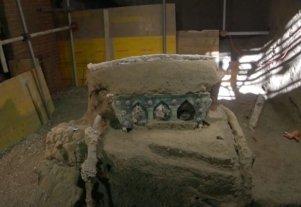 Hallaron una carroza ceremonial intacta entre las ruinas de Pompeya