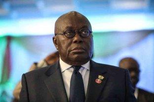 El Presidente de Ghana recibió la primera vacuna Covax en el mundo