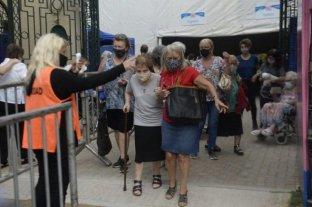Comenzó la vacunación a mayores de 90 años en Rosario