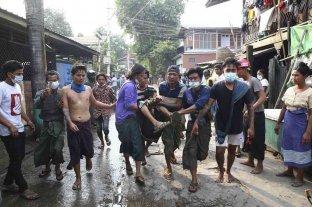 Varios manifestantes resultaron heridos de bala en Birmania