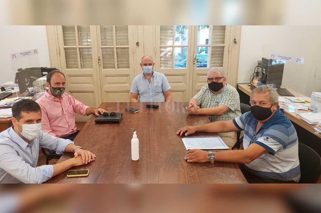 Referentes de UTHGRA Seccional Santa Fe manifestaron su preocupación por las condiciones irregulares de empleo que afecta a los trabajadores.  Crédito: Gentileza