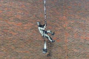 Atribuyen a Banksy un nuevo graffiti en la prisión donde estuvo encarcelado Oscar Wilde