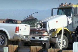 "Accidente en California mata a 13 de 25 personas ""apiñadas"" en una camioneta"