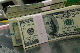 """Dólar hoy: el oficial abre estable y el """"blue"""" se vende a $ 143"""