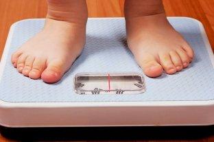 Las bebidas azucaradas, son responsables del 27% de los casos de obesidad en niños y adolescentes