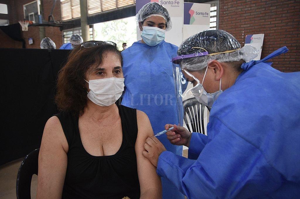 Una de las docentes vacunadas en la primera tanda. Crédito: Pablo Aguirre