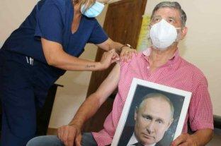 Un intendente bonaerense se mostró con una foto de Putin tras recibir la Sputnik V