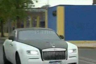 Tevez llegó al entrenamiento con el Rolls Royce más rápido del mercado
