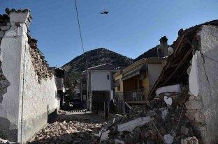 Grecia: cientos de personas pasan la noche en carpas tras un nuevo terremoto de 5,9