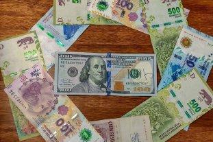 """Dólar hoy: el oficial abre estable y el """"blue"""" se vende a $ 144"""