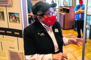 La empleada de McDonald's que va a cumplir 100 años no se quiere jubilar: 'Me gusta trabajar'
