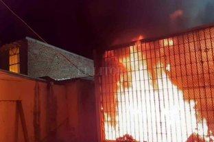 Nuevos incidentes en la Comisaría 12°: quema de colchones e intento de fuga masiva -  -